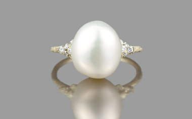 Beige Gold Luna Pearl Stardust Ring